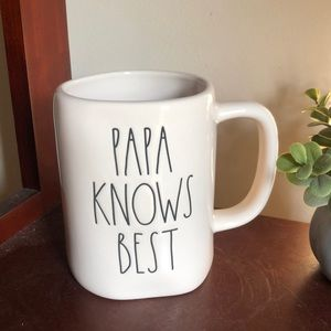 🆕Rae Dunn / PAPA KNOWS BEST / mug